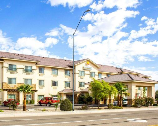 Comfort Inn and Suites Yuma I-8 - Yuma - Rakennus