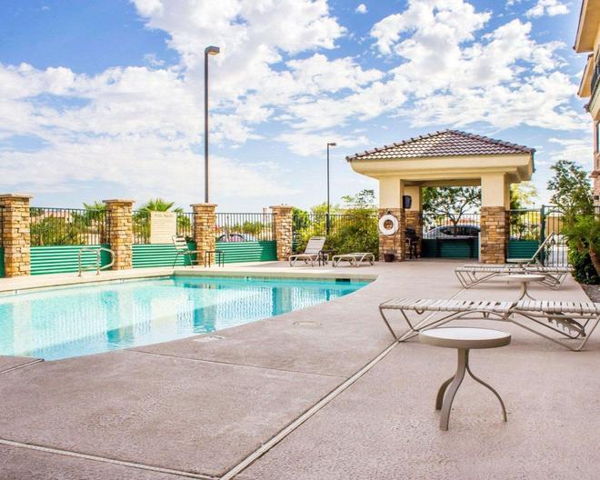 Comfort Inn and Suites Yuma I-8 - Yuma - Pool