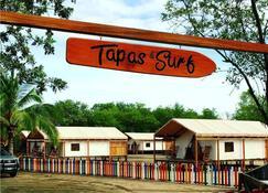 Tapas & Surf - Aserradores - Building