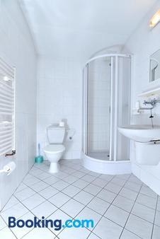 Hotel U Jezirka - Liberec - Bathroom