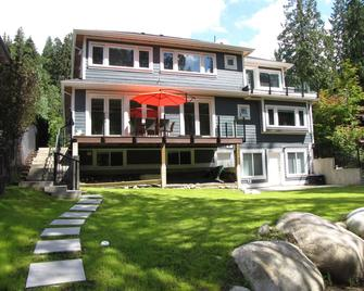 Riverfront Bed and Breakfast - North Vancouver - Building