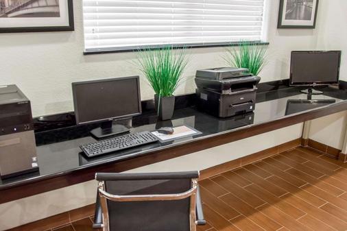 Sleep Inn & Suites - Center - Business Center