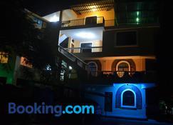 Dolphin House - San Cristobal - Gebäude