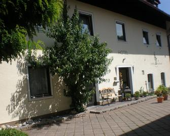 Hotel Bockmaier - Oberpframmern - Building