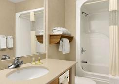 Days Inn by Wyndham Rapid City - Thành phố Rapid - Phòng tắm