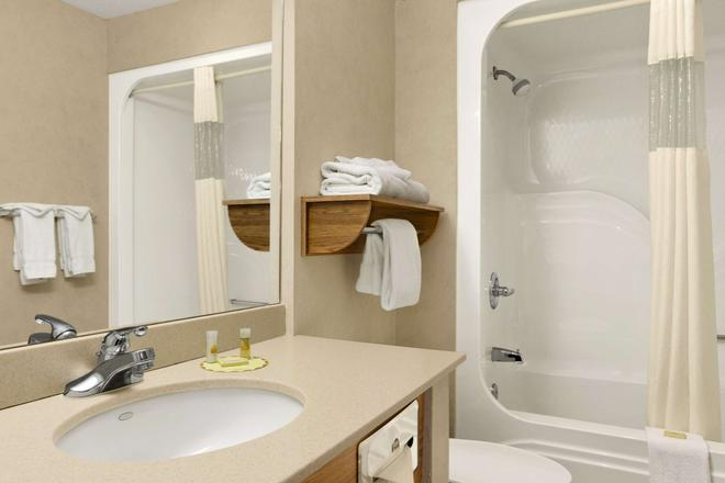 I-90 戴斯酒店 - 拉匹市 - 拉皮德城 - 浴室