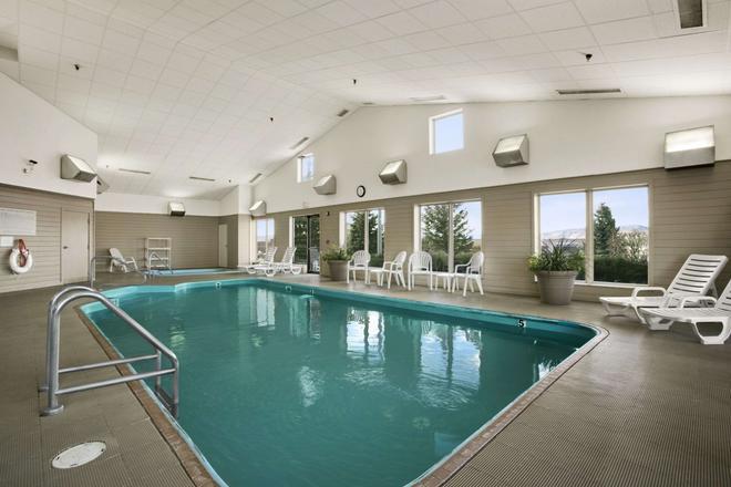 I-90 戴斯酒店 - 拉匹市 - 拉皮德城 - 游泳池