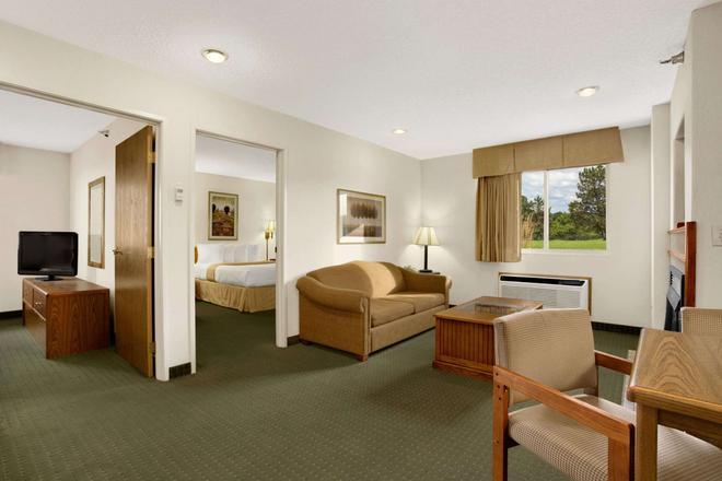 I-90 戴斯酒店 - 拉匹市 - 拉皮德城 - 客廳