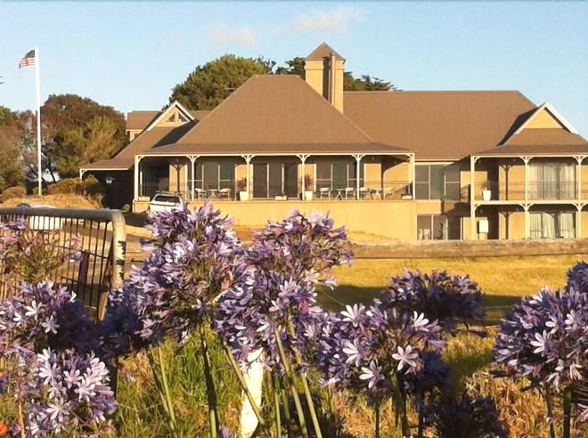 Swan Lake Guest House - Phillip Island - Building