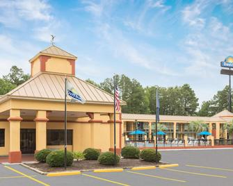 Days Inn by Wyndham Orangeburg South - Orangeburg - Gebäude