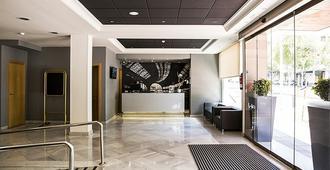 Avenida Hotel - Almería - Front desk