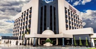 Hotel Pueblo Amigo Plaza & Casino - טיחואנה - בניין