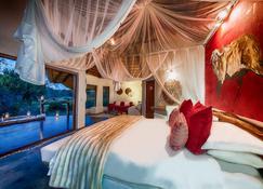 Pondoro Game Lodge - Mica - Bedroom