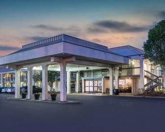 Baymont by Wyndham Murfreesboro - Murfreesboro - Building