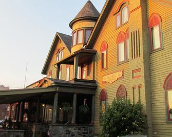The Brimarie Inn - Sayre - Building