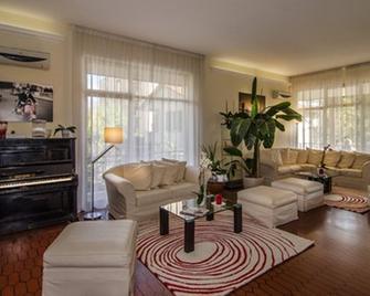 Hotel Gabrini - Marina di Massa - Living room