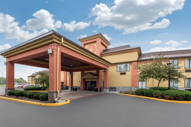 Quality Inn & Suites - Brownsburg - Building