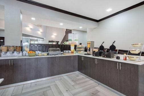 Quality Inn & Suites - Brownsburg - Buffet