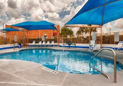SureStay Hotel by Best Western Mission - Mission - Pool