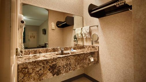 SureStay Hotel by Best Western Mission - Mission - Bathroom