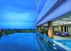 Aston Madiun Hotel & Conference Center - Madiun - Pool