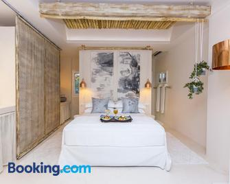 Sea Nymphs Suites - Agia Anna - Bedroom