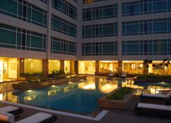 Country Inn & Suites by Radisson,Sahibabad / Noida - Ghāziābād - Pool