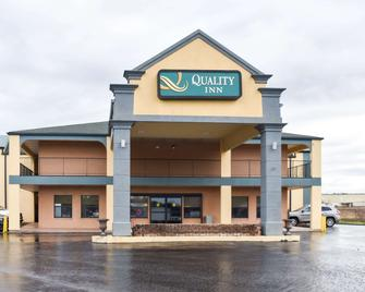 Quality Inn - Adairsville - Building