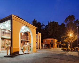Best Western Princeton Manor Inn & Suites - Monmouth Junction - Building
