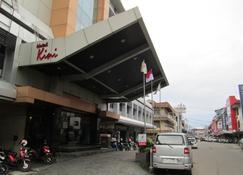 Hotel Kini Pontianak - Pontianak - Außenansicht