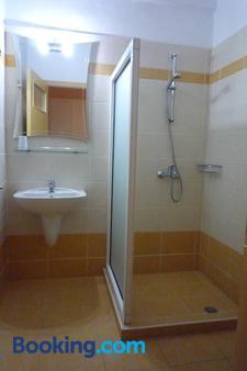 Hotel Bakos - Λουτράκι - Μπάνιο