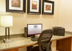 Drury Inn & Suites Denver Stapleton - Denver - Business centre