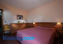 Hotel Siena - Verona - Phòng ngủ