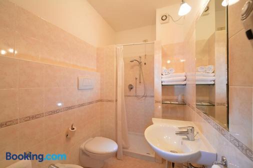 Hotel Siena - Verona - Phòng tắm
