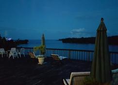 Ridge Bay Chateau - Port Antonio - Innenhof