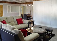 Harbor Heights Penthouse in Beautiful Downtown Sitka, Alaska - Sitka - Living room