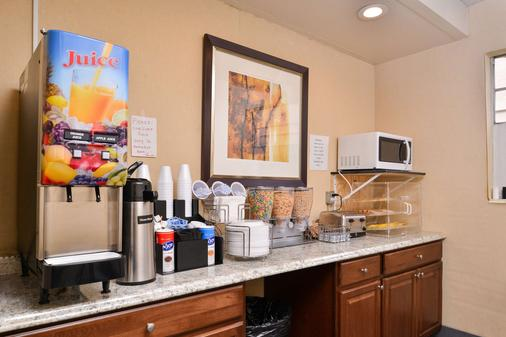 Americas Best Value Inn Augusta Historic Downtown - Augusta - Buffet