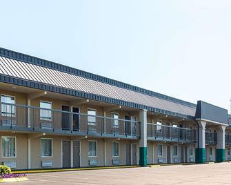 Quality Inn - Hurricane Mills - Building