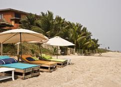 Cliff Haven Beach Resort - Nyanyanu - Patio