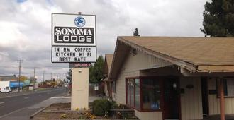 Sonoma Lodge - Bend - Building