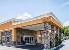 Quality Inn Greenwood Hwy 25 - Greenwood - Building
