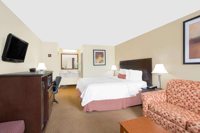 Baymont by Wyndham, Greenville - Greenville - Bedroom