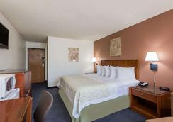 Days Inn by Wyndham Greenfield - Greenfield - Bedroom