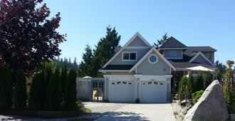 Above The Inlet B&B and Vacation Rental - Sechelt