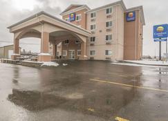 Comfort Inn & Suites - Edson - Building