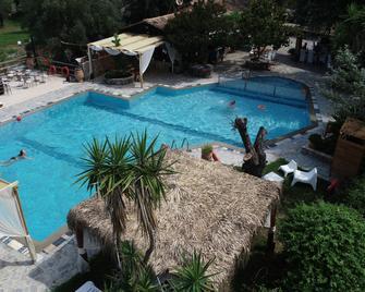 Spiti Nikos - Gouvia - Pool