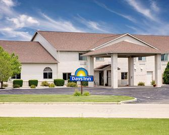 Days Inn by Wyndham Racine/Sturtevant - Sturtevant - Building