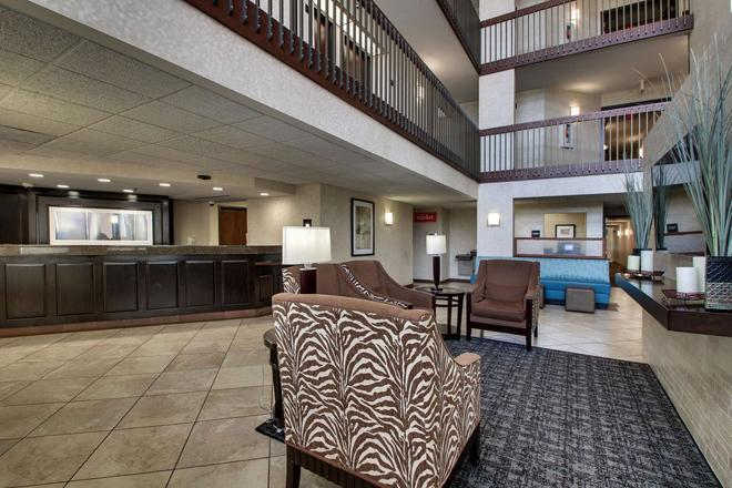 Greentree Inn & Suites Houston Hobby Airport - 休士頓 - 大廳