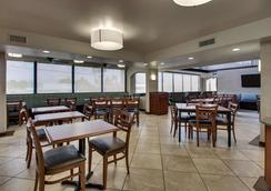 Greentree Inn & Suites Houston Hobby Airport - 休士頓 - 餐廳