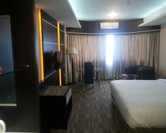 Plaza Hotel Tanjungpinang - Tanjung Pinang - Bedroom